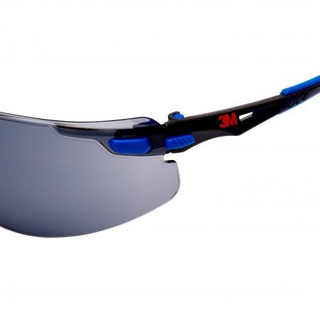 3M™ Solus™ Occhiali di sicurezza, montatura blu/nera, con trattamento anti-appannamento Scotchgard™, lenti grigie, S1102SGAF-EU